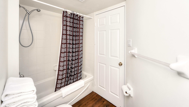 Canada Suites Penthouse Suite - The Bathroom